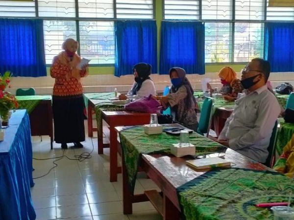 Kegiatan Perencanaan Pembelajaran MGMP Bahasa Indonesia di SMPN 10